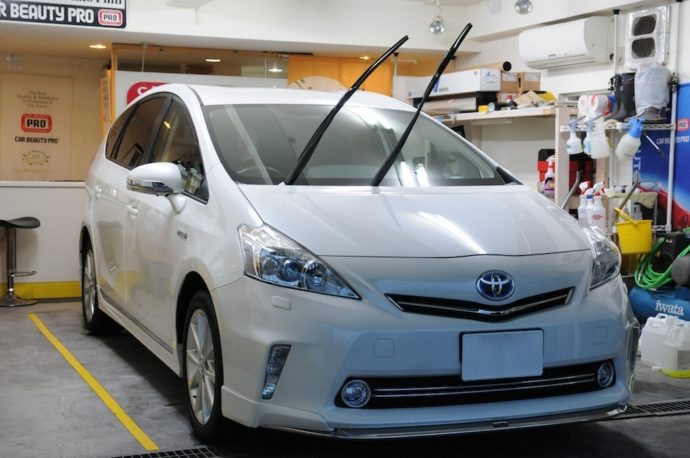 トヨタプリウスα 新車ガラスコーティング&フロントガラス撥水加工