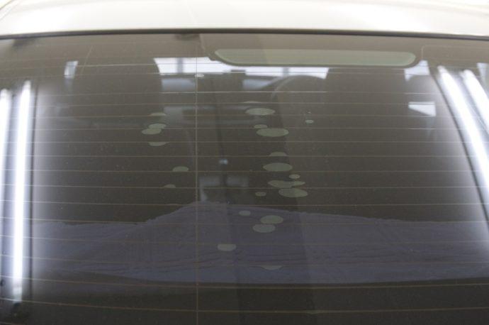 BMW 323i(E90)リアガラスフィルム剥がし